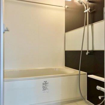 お風呂には追焚機能と浴室乾燥機が付いていますよ。