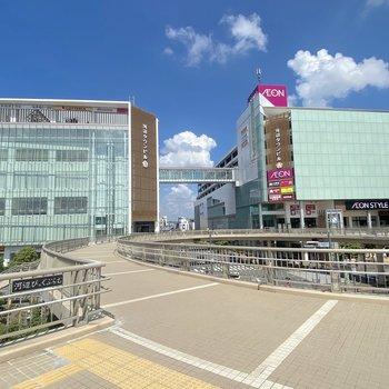 駅直結で買い物施設がある便利な場所です。