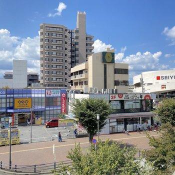 大型スーパーもあります。
