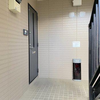 1階のお部屋。モニタ付きのドアホンが設置されています。