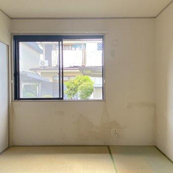 【和室】玄関のすぐ近くが和室です。