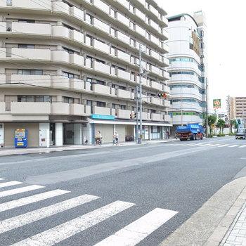 【周辺環境】マンションすぐそばには大通りが。自転車で大阪駅へ出ることも可能です!