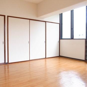 【LDK】小ぶりのテーブルとイスを置いて、かわいいダイニングにしたいです!