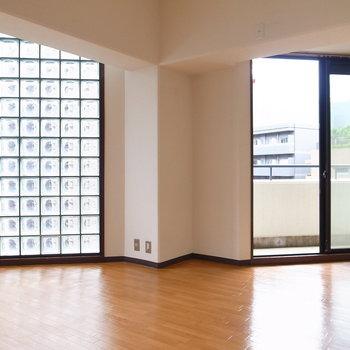 【LDK】ガラスブロックの窓がエレガント。