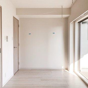 【B/R】さて、お隣のベッドルームへ。※写真は11階の同間取り別部屋のものです