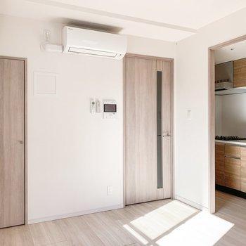 【LDK】キッチンは奥まったところにありました。※写真は11階の同間取り別部屋のものです