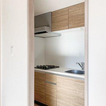 【LDK】さて、気になるキッチンへ。※写真は11階の同間取り別部屋のものです