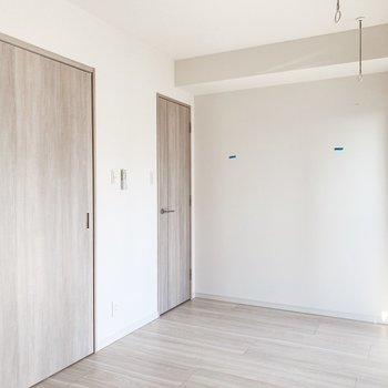 【B/R】寝るときは扉は扉を閉めてこぢんまりと。※写真は11階の同間取り別部屋のものです