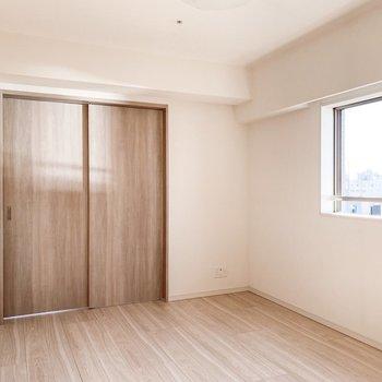 【LDK】料理をするときなどは閉めると良さそうです。※写真は11階の同間取り別部屋のものです