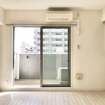うんうん、アレンジしやすいシンプルなお部屋だ。(※写真は5階の同間取り別部屋のものです)