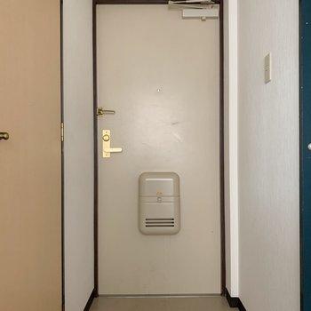 玄関にはゆとりがあります。友達が来ても置き場には困らないかな。