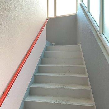 お部屋までは階段です。頑張って〜!