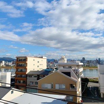 眺望は雲と川を見ることができる清々しい風景ですね◎