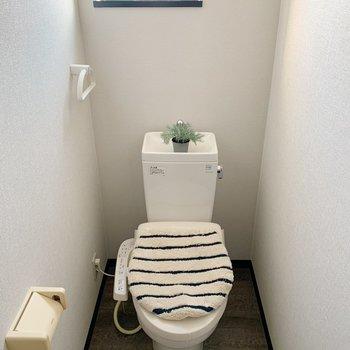 トイレはウォシュレット付きでした〜。(※写真の小物は見本です)
