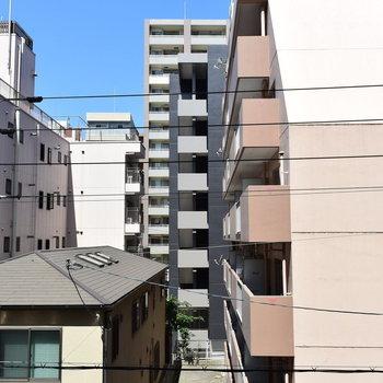 眺望は…住宅街の風景がひろがります※写真は4階の同間取りのもの