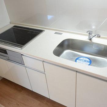 すっきりとしたキッチン※写真は4階の同間取りのもの