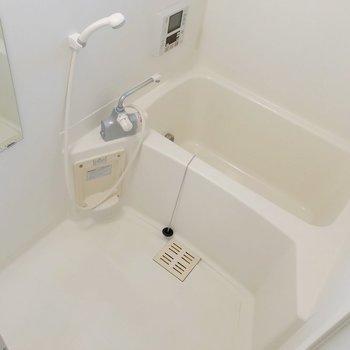 追焚機能も付いていますよ。サーモ水栓で温度調節簡単です。(※写真は別棟の同間取り別部屋のものです)