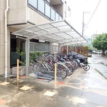 共用部】屋根付きの自転車置き場です。