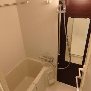 お風呂もキレイ。浴室乾燥機付き(※写真は2階の反転間取り別部屋のものです)