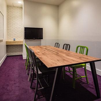 共有の会議室も利用可能です