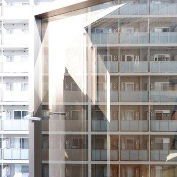 廊下の窓は通気にも採光にもいいですね。いい仕事してます!
