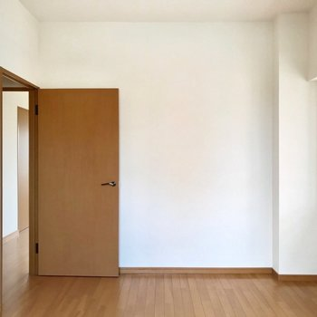 開き戸なので、しっかり個室感があります。