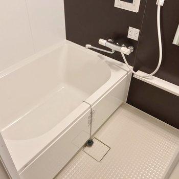 お風呂もゆったり。たまには長風呂するのもいいですね。(※写真は2階の同間取り別部屋のものです)