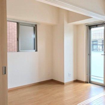 洋室とは引き戸で仕切られています。コンセントが多いんです!(※写真は2階の同間取り別部屋のものです)