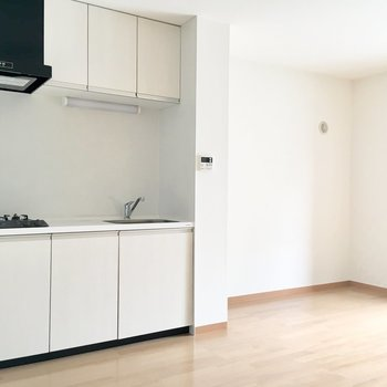 【LDK】キッチンも使いやすそうですよ。※写真は4階の同間取り別部屋のものです