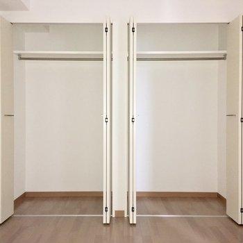 【洋室】収納は二人分の荷物もしっかり入りそうです。※写真は4階の同間取り別部屋のものです