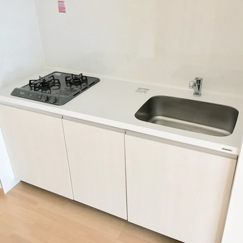 【LDK】システムキッチンでお手入れも簡単です。※写真は4階の同間取り別部屋のものです