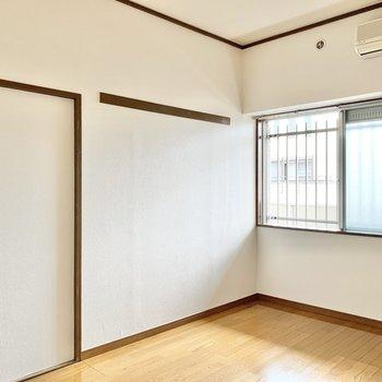 【洋室7.2帖】エアコンが完備されています。