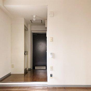 キッチンスペースに上がる段差に注意!(※写真は同じ建物の3階の写真です。)