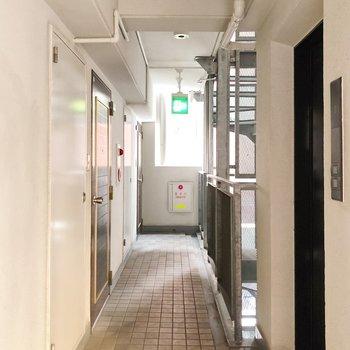 左にはエレベーター付き。8階でも楽チンです◯