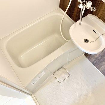 2ユニットのバスルーム。掃除の際はまとめてできますよ。