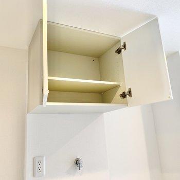 上部に収納が付いてます。小物置きに良さそう。
