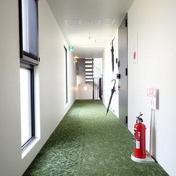 共用部】芝生っぽいカーペットがGOOD!
