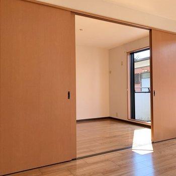 【DK】開放感あるお部屋ですよ※写真は1階の同間取り別部屋のものです