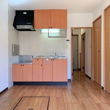 【DK】キッチンと一体なので広さを感じます※写真は1階の同間取り別部屋のものです