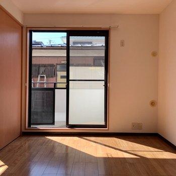 【DK】日差しが気持ちいいです※写真は1階の同間取り別部屋のものです