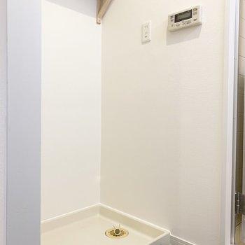 洗濯機置場の上にある棚には洗剤や柔軟剤を◎※写真は前回募集時のもの