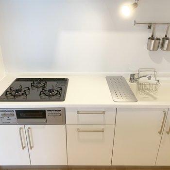 3口ガスコンロのオリジナルキッチンです。※写真は前回募集時のもの