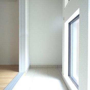 この光の感じ(※写真は1階の反転間取り別部屋のものです)