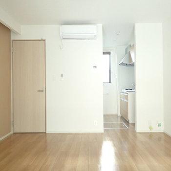 約7帖のお部屋(※写真は1階の反転間取り別部屋のものです)