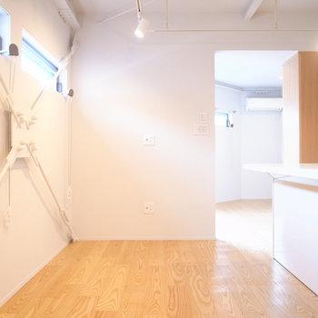 LDスペースはコンパクト。家具はちいさめのものを使ったり、カウンター部分をテーブルにしたりしましょう。