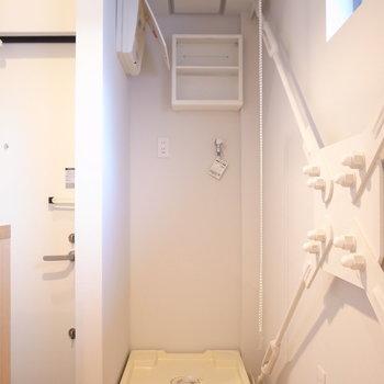 洗濯機は玄関のすぐそばにあります。