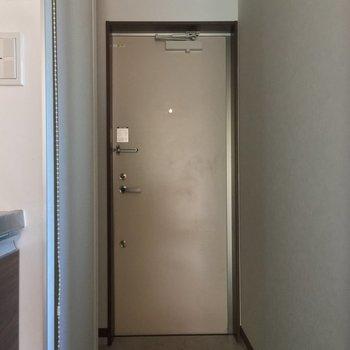 玄関そこそこなスペース※写真は2階の反転間取り別部屋のものです