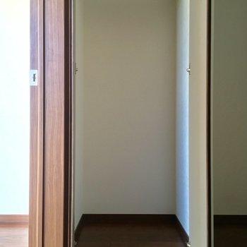 ひとり分くらいのクローゼット!※写真は2階の反転間取り別部屋のものです