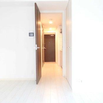 シンプルなタイプのお部屋。(※写真は5階の同間取り別部屋のものです)