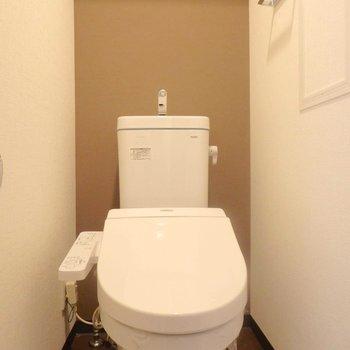 ウォシュレット付きトイレ。(※写真は5階の同間取り別部屋のものです)
